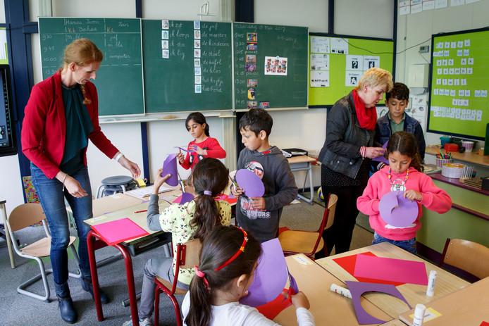 Nu het azc dicht is, zakte de school door de ondergrens van 23 leerlingen.