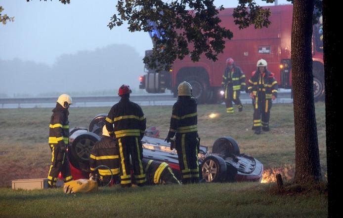 Dode bij autoongeluk in noodweer op A58 bij Bavel Foto Jeroen Stuve Fotografie