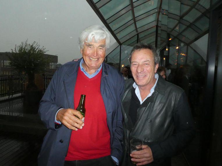Architect Roberto Meyer (r): 'Cor laat echt iets na voor de toekomst.' Investeerder Cor van Zadelhoff: 'Dit is Amsterdams erfgoed.' Meyer: 'We zouden meer Corren moeten hebben.' Beeld Hans van der Beek