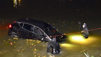 Jongeman maakt duik met auto in kanaal
