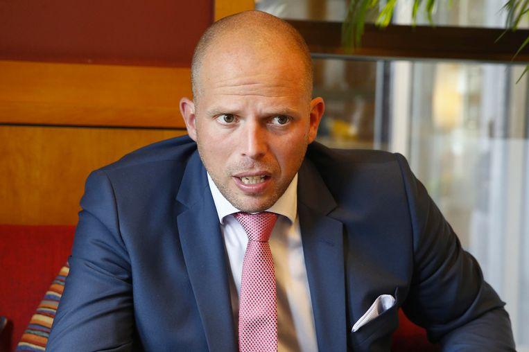 Staatssecretaris voor Asiel en Migratie Theo Francken (N-VA) heeft Dunja Mijatovic, de mensenrechtencommissaris van de Raad van Europa, van repliek gediend over zijn plannen om illegale migrantengezinnen met kinderen in gesloten wooneenheden onder te brengen.
