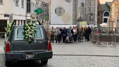 LIVESTREAM. Familie, vrienden, fans en muziekwereld nemen afscheid van Paul Severs
