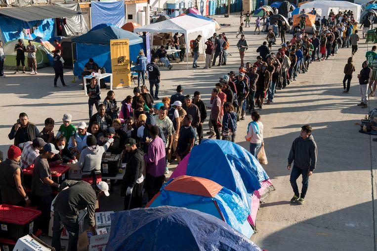 Vluchtelingen wachten aan de Mexicaanse-Amerikaanse grens