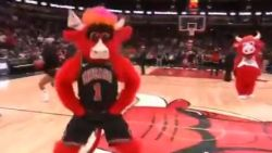 VIDEO. 57 punten Harden volstaan niet voor Houston, elders stal 'Benny the Bull' pas écht de show