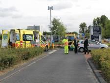 Motorrijder gewond na botsing vlak voor ziekenhuis