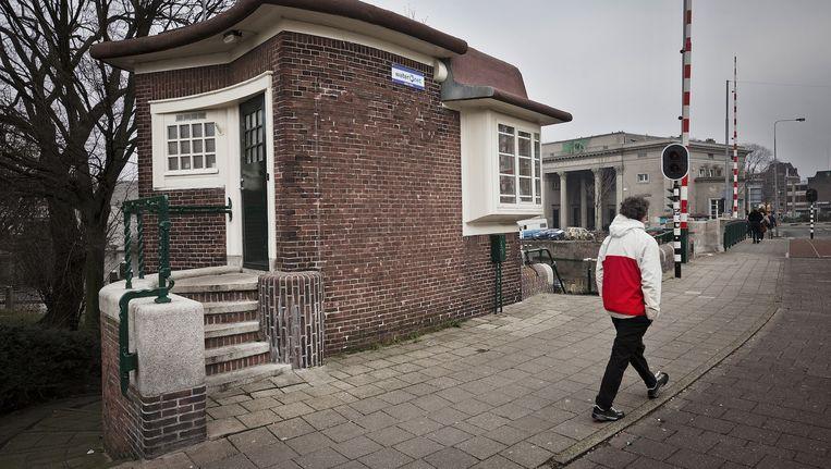 Brugwachtershuisje op de Willemsbrug richting het Haarlemmerplein Beeld Marc Driessen
