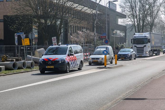 Volgens ooggetuigen werd de vrouw omstreeks 11.00 uur vastgepakt in de wijk Westrand en gedwongen in te stappen in een bestelauto.