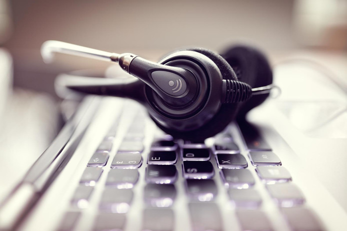 Callcenters gebruiken persoonsgegevens om te bellen.