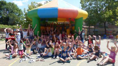 Kinderen Bernadetteschool genieten van springkasteelfestival