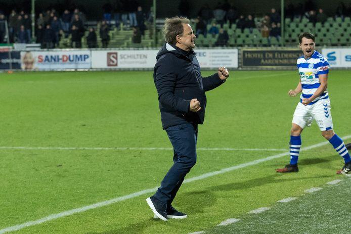 Blijdschap bij De Graafschap-trainer Mike Snoei.