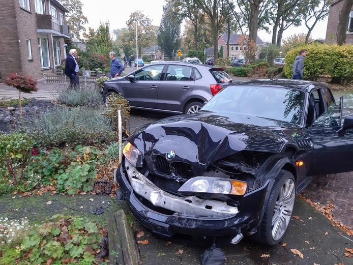 De BMW raakte zwaarbeschadigd bij het ongeluk in Dalfsen.