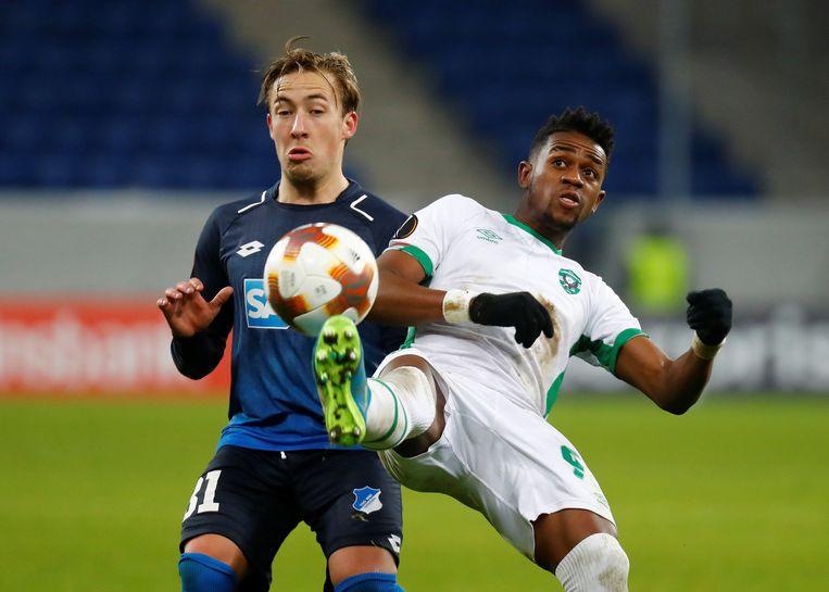 Virgil Misidjan (rechts) dit seizoen in de Europa League tegen Hoffenheim.