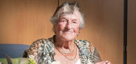 100-jarige Mieke Jebbink uit Delden reed zelfs al eens de Elfstedentocht