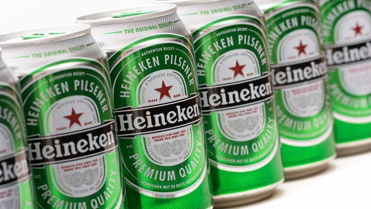 Dit zijn de kleine blikjes bier van Heineken. De Amerikaan die naar eigen zeggen twee dode gekko's aantrof in zijn blik bier, dronk een groot blik bier van 0,7 liter. Beeld anp