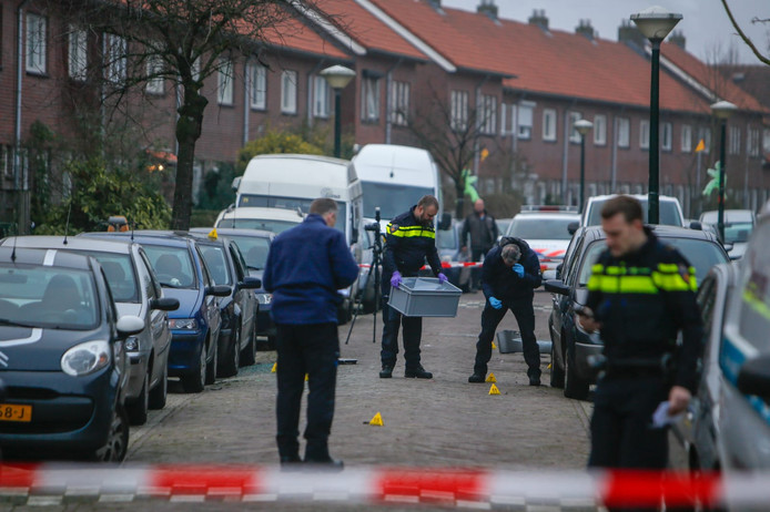 Explosie onder auto in Eindhoven.