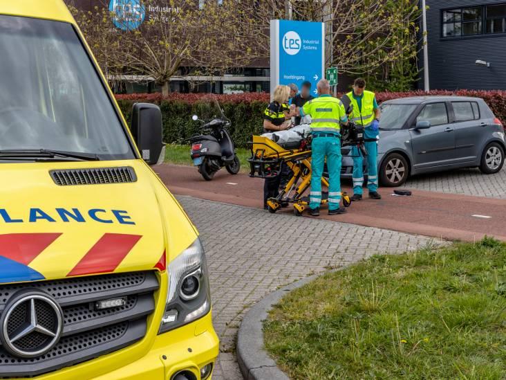 Bestuurster bromfiets botst met automobilist in Oosterhout