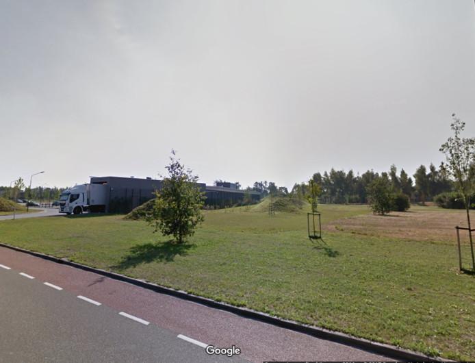 Uden wil de braakliggende terreinen aan de Sesterlaan links en rechts van de supermarkt (op de achtergrond) gaan volbouwen.