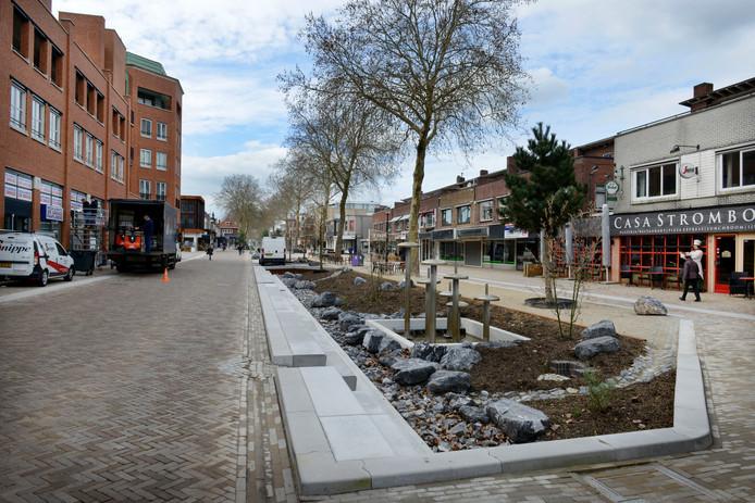Krijgt de vernieuwde Grotestraat in de toekomst te maken met veel meer sluipverkeer? Lokaal Hellendoorn is daar niet gerust op.