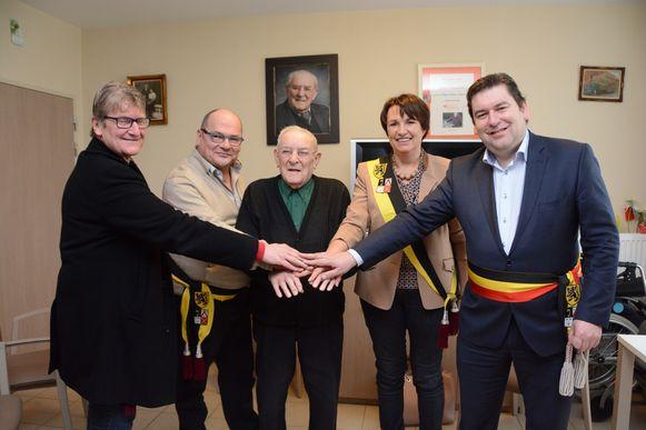Het gemeentebestuur van Ledegem kwam Gerard gisteren feliciteren met zijn 102de verjaardag.