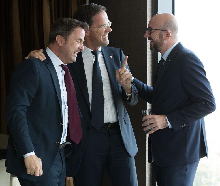 Samen lachen met XAVIER BETTEL, eerste minister van Luxemburg, en MARK RUTTE, diens Nederlandse tegenhanger, begin mei.