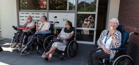 Ouderenorganisaties kiezen voor toelaten bezoek waar dat kan