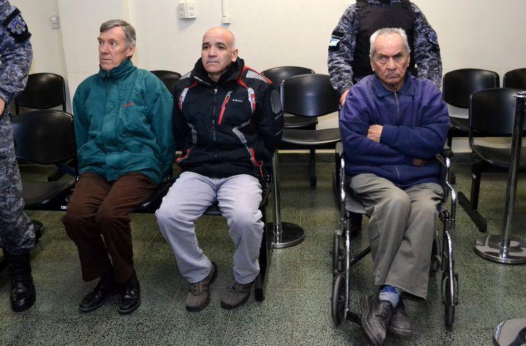 Nicola Corradi (rechts, in rolstoel), Horacio Corbacho (links) en de voormalige tuinman Armando Gomez (midden) in de rechtszaal.  Beeld AFP