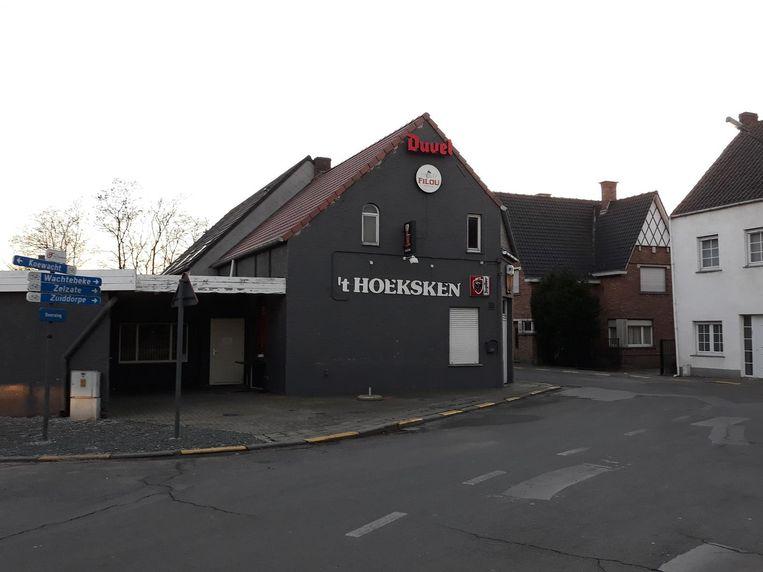 Het café in Overslag is al vier weken dicht.