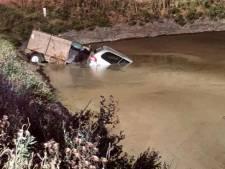 Dronken bestuurder belandt met auto in grote plas vloeibare koeienmest