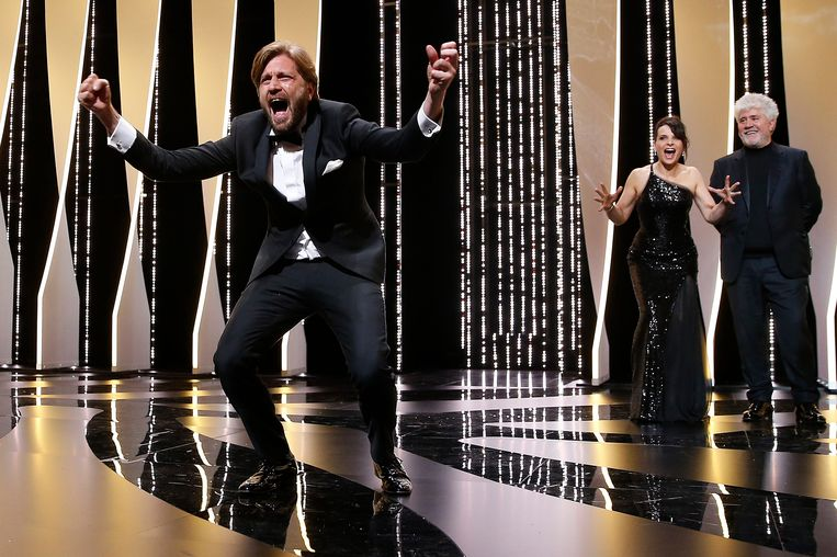 De Zweedse filmmaker Ruben Östlund won de Gouden Palm met zijn film 'The Square'. Beeld EPA