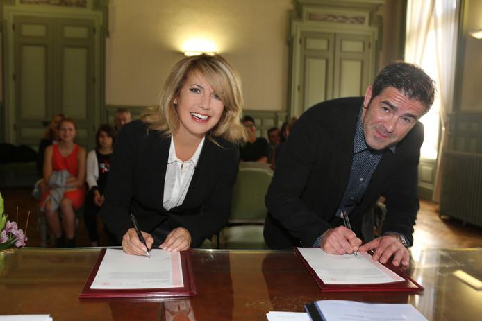 Natacha Amal et le producteur Jacques Stival, lors de leur mariage à la mairie, le 18 septembre 2015. Ils ont divorcé cette année.