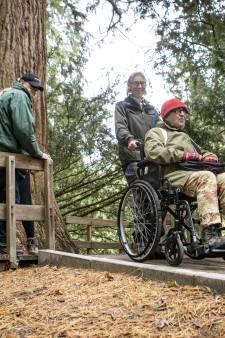 Nu ook met rolstoel naar Aboretum in De Lutte: 'Zo kan ik er toch uit'