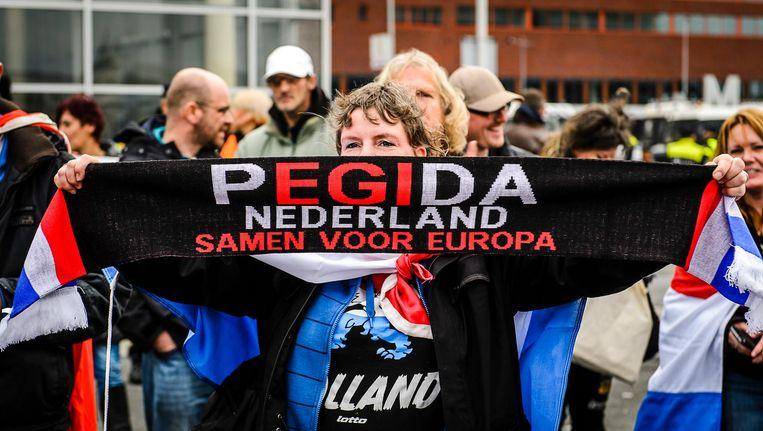 Een aanhanger van Pegida tijdens een demonstratie in Rotterdam vorig jaar. Beeld anp