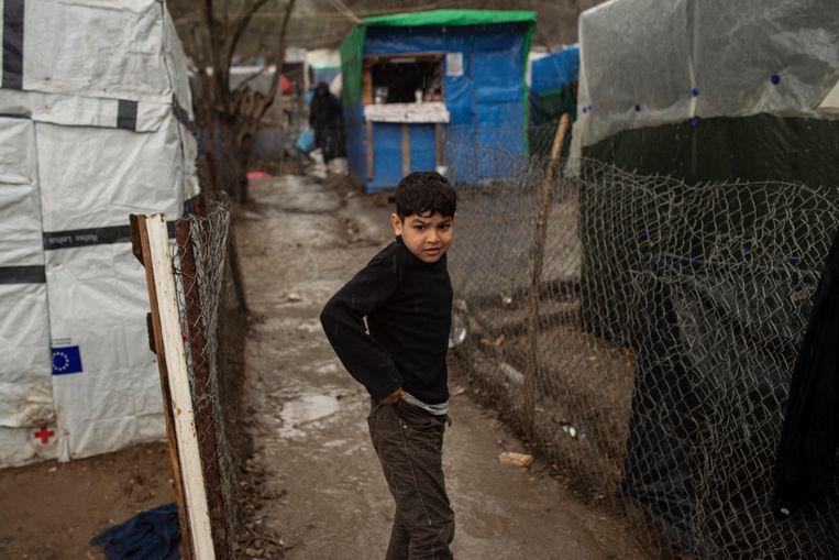 Een jongen in het Moria-vluchtelingenkamp in Griekenland.  Beeld Getty Images