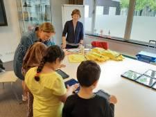 Scholen Stokhasselt lenen iPads uit in de zomer: 'We willen het Nederlands achter de voordeur krijgen'