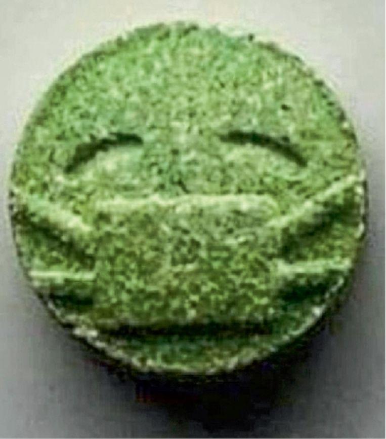 Producenten van feestdrugs zijn creatief in het triggeren van hun publiek, zoals pillen maken waarin een mondmaskertje is gegraveerd. Beeld