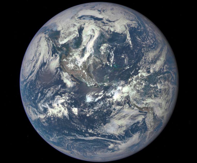 Noord- en Centraal Amerika zijn te zien op de eerste foto van onze planeet die via EPIC werd genomen.