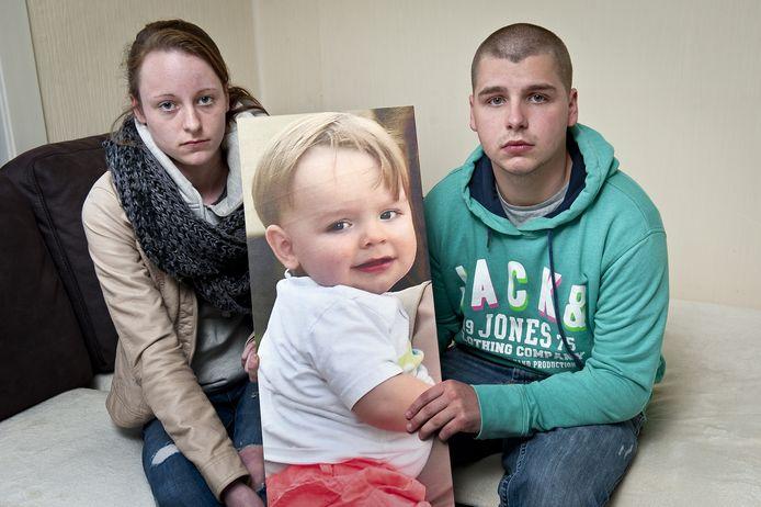 Finlay Fiers en Kenzy Vangheluwe willen weten waaraan hun zoontje Milow gestorven is.