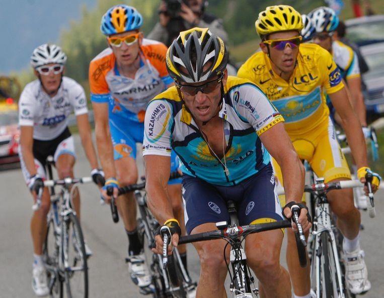 Armstrong in 2009, in de verte met oranje tenue herkent u Wiggins.