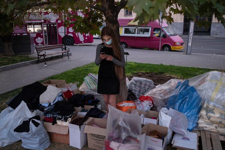 Ingezamelde kleding en andere spullen zijn bestemd voor militairen en burgers aan het front. Beeld Giulio Piscitelli