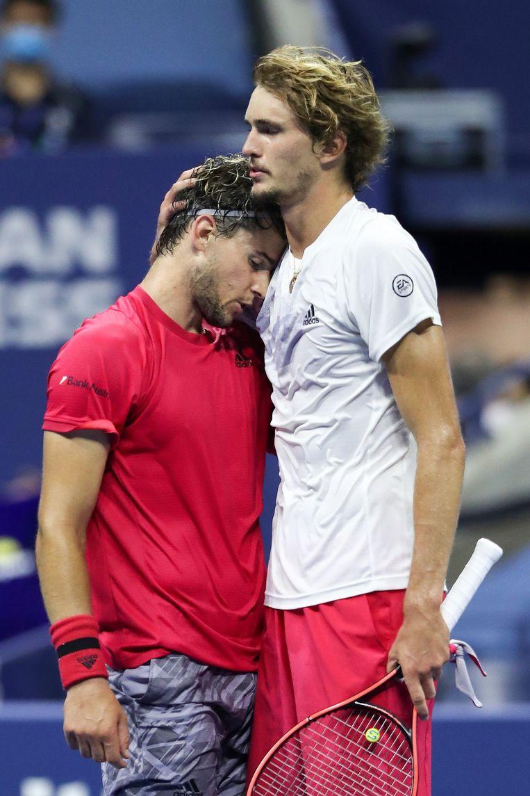 Dominic Thiem en Alexander Zverev na afloop van de wedstrijd.  Beeld AFP