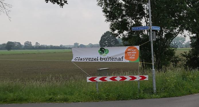 De aanleg van glasvezel in 'Veluwe Oost' gaat door. Dit betekent dat ook bewoners van het buitengebied in Voorst (foto) de beschikking krijgen over razendsnel internet.