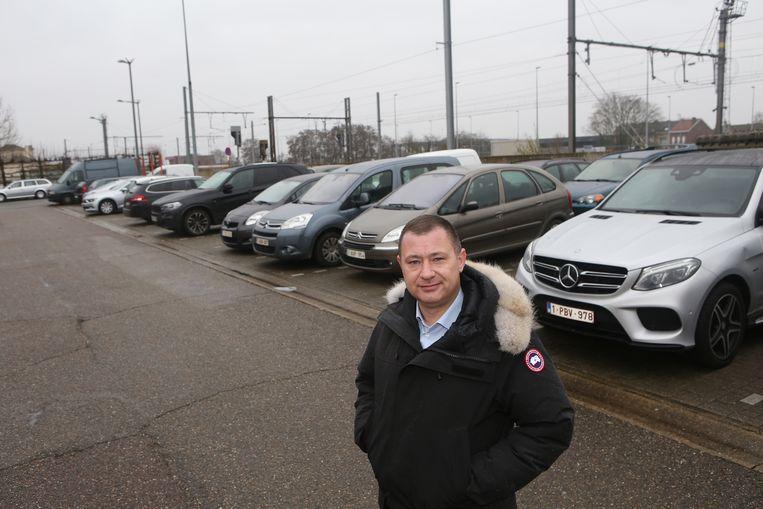 Peter Reekmans aan de stationsparking in Tienen.