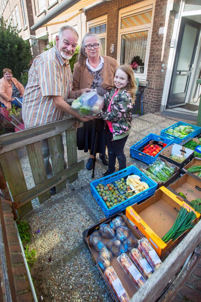 Voedselbank in de eetkamer: \'Ik geef alles weg\'   Den Haag   AD.nl