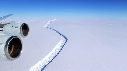 Scheur in gigantische ijsplaat Antarctica in zes dagen tijd 17 kilometer groter geworden