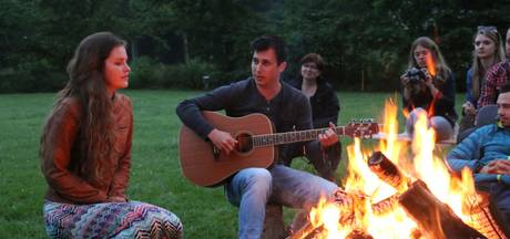 Muziek bij het kampvuur op De Oldenhof