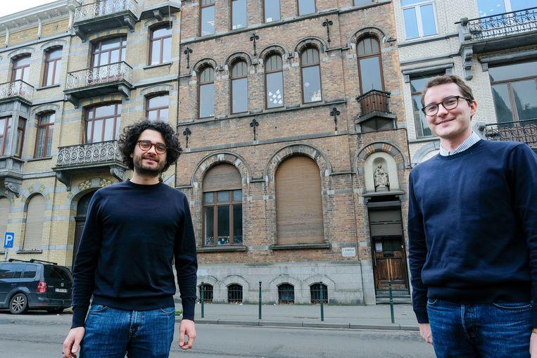 Jens Theys en Jan Moijson bij het gebouw in de Veeartsenstraat.