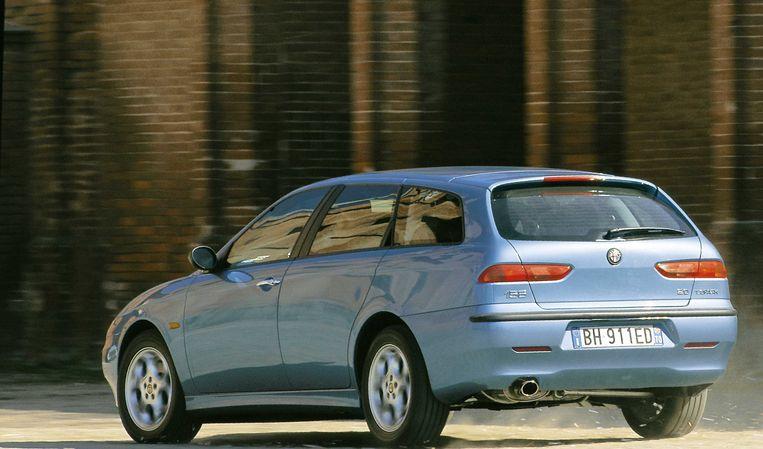 Alfa 156_blik_01042020_HH-40869250 Auto, Alfa Romeo 156 Sportwagon, Baujahr 1997-, Limousine, Mittelklasse, hellblau, fahrend, schräg von hinten, ams 07/2000, Seite 034 Beeld Hollandse Hoogte / Culture Images GmbH