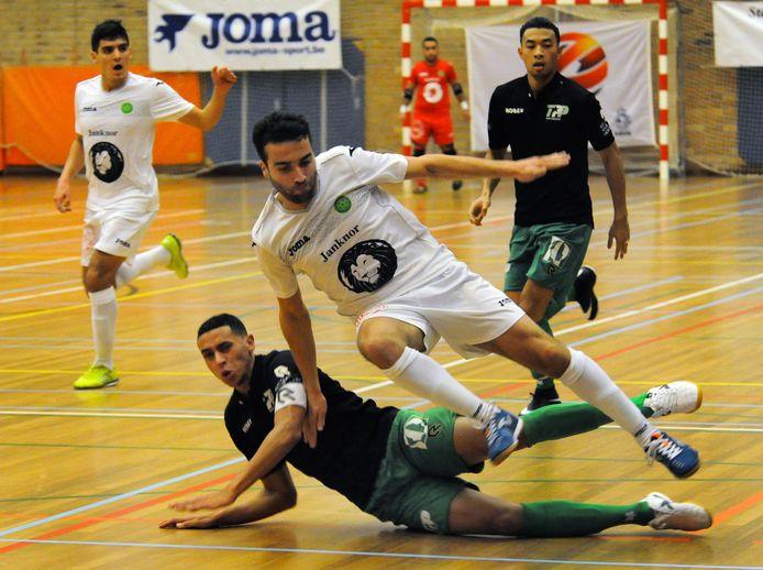 De goal van Hoessein Bouzambou (wit shirt, vallend op deze archieffoto) kon Groene Ster Vlissingen niet helpen in Berkel Enschot.