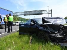 Tesla total loss bij ongeluk op A16 bij grens