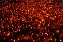 In Indonesië, het land met de meeste moslims ter wereld, komen Indonesische christenen samen tijdens een mis op kerstavond in een stadion in Soerabaja, de tweede stad van het land.